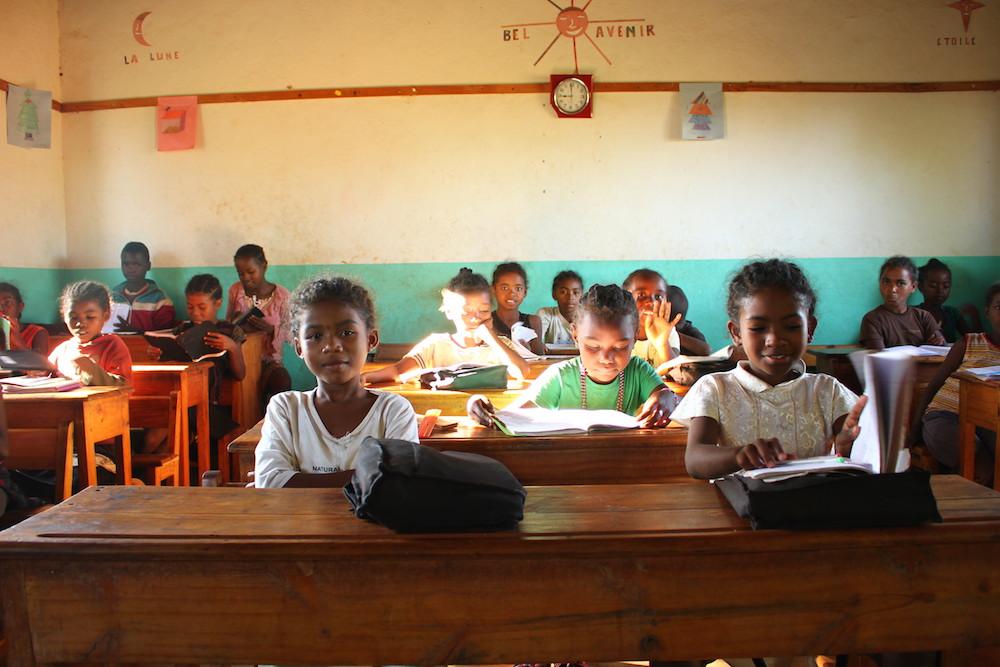 « En route pour l'école, en route vers le futur », c'est l'engagement de Bel Avenir et de tous les membres du réseau Eau de Coco pour permettre à plus de 1 800 enfants d'aller à l'école