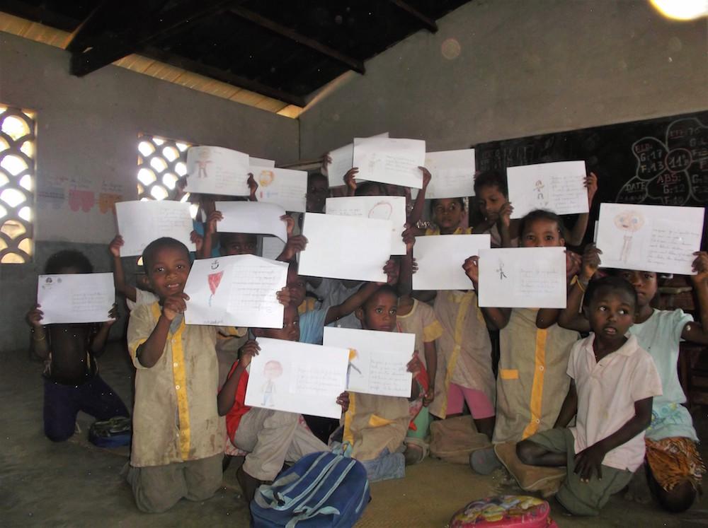 Les élèves du projet Namana reçoivent avec enthousiasme les courriers de leurs amis du monde entier