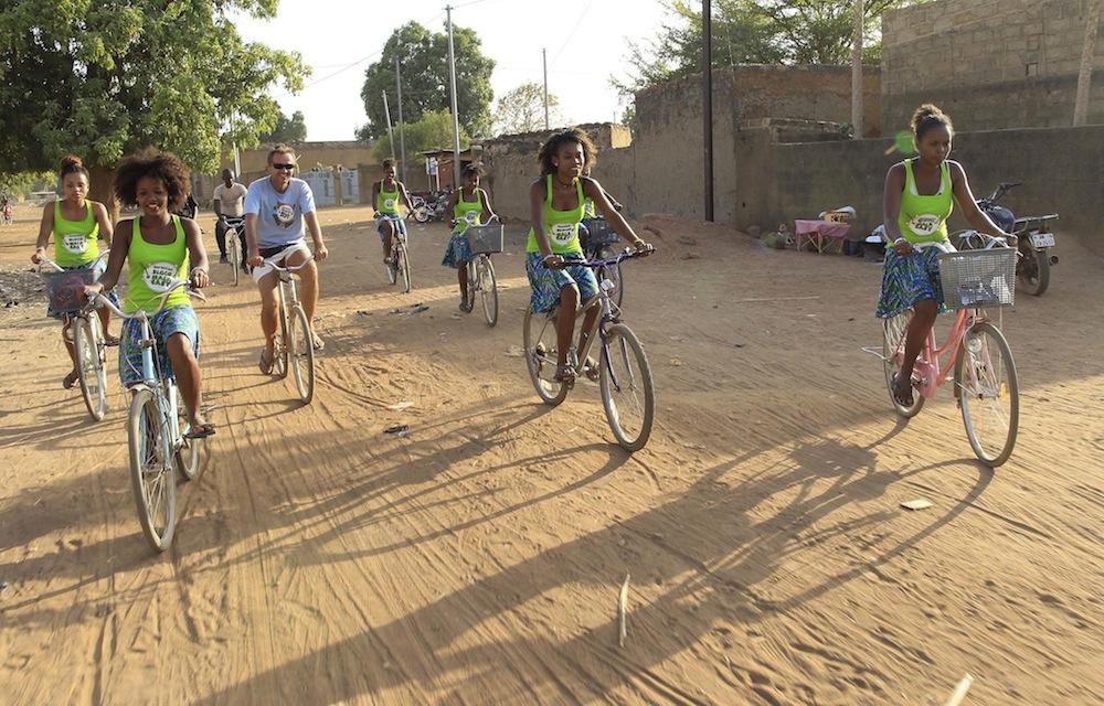 A la rencontre de la population burkinaise en vélo