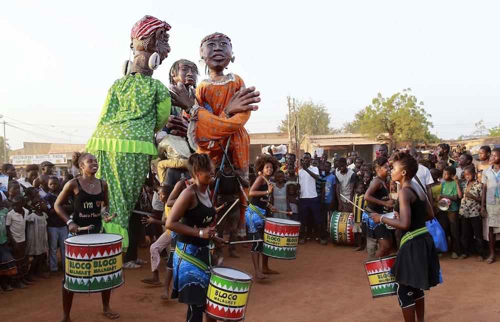 Les Grandes Personnes et la Bloco Malagasy, ensemble pour l'éducation pour tous!