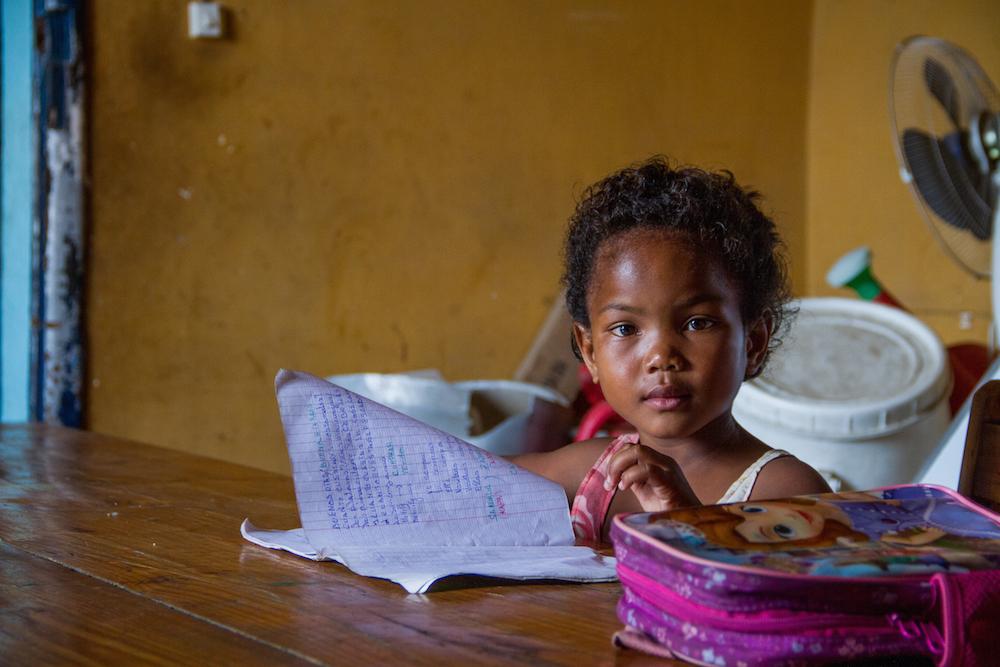 Halima est la plus jeune bénéficiaire du Foyer Social