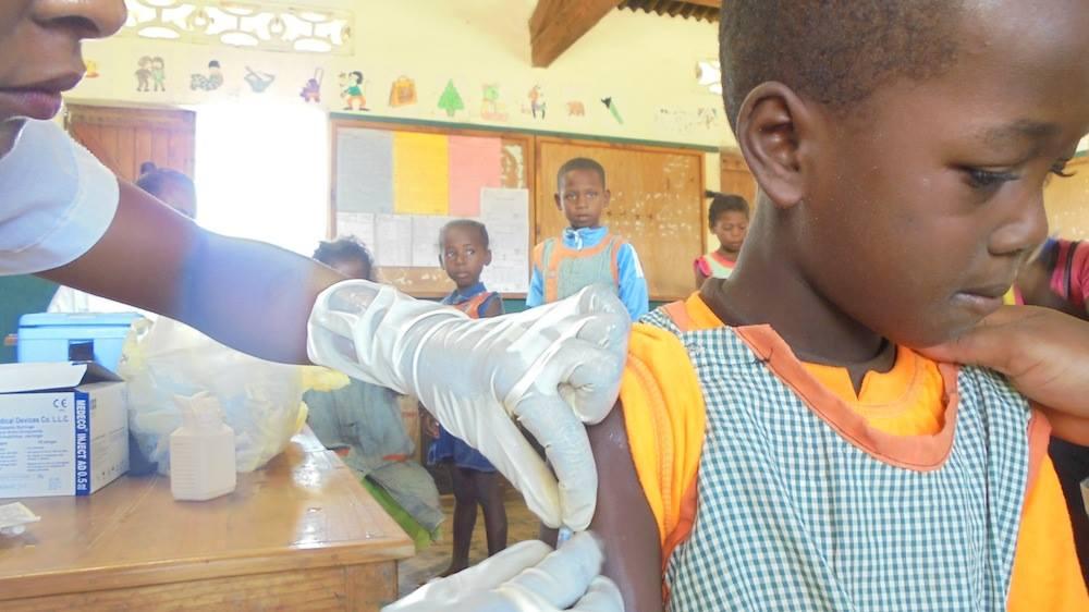 Vaccination des enfants de l'Ecoles des salines